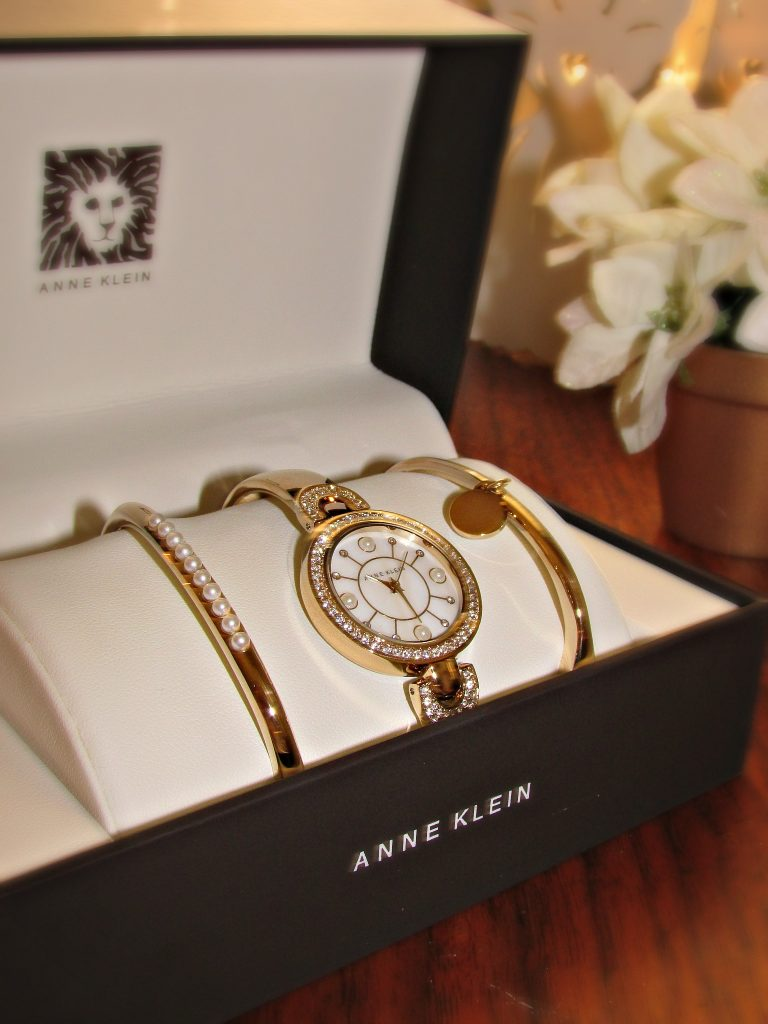 it's golden watch for 50th wedding anniversary