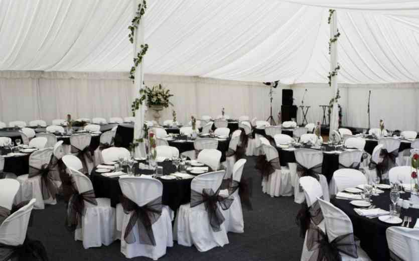 Black and White Wedding Decoration with Round Table
