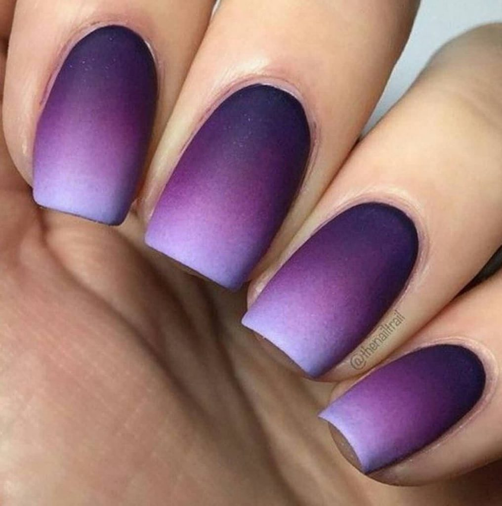 simple nail art with gradient design