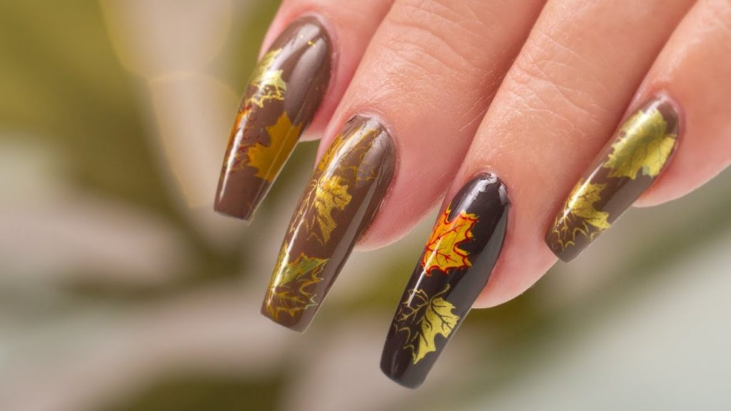 summer easy nail designs with leaf shaped vibes