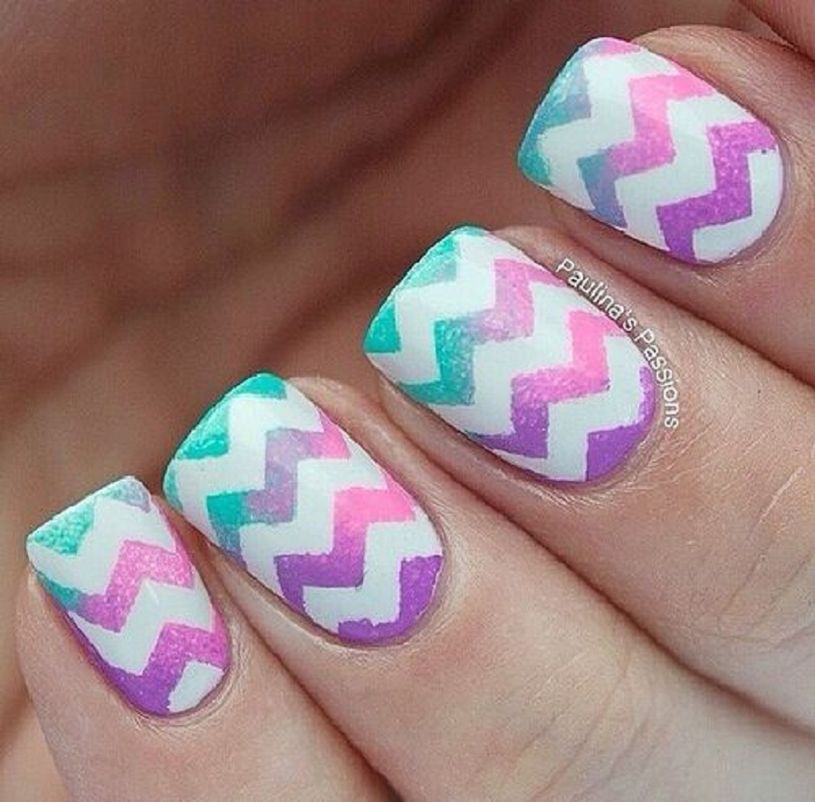 simple nail art with zig zag design