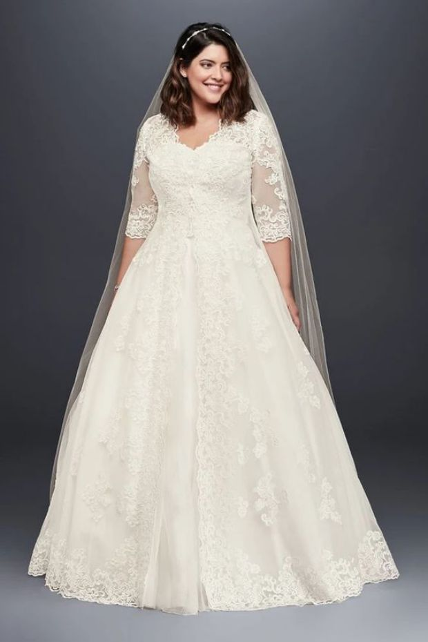 Elegant Scalloped Lace and Tulle Plus Size Dress